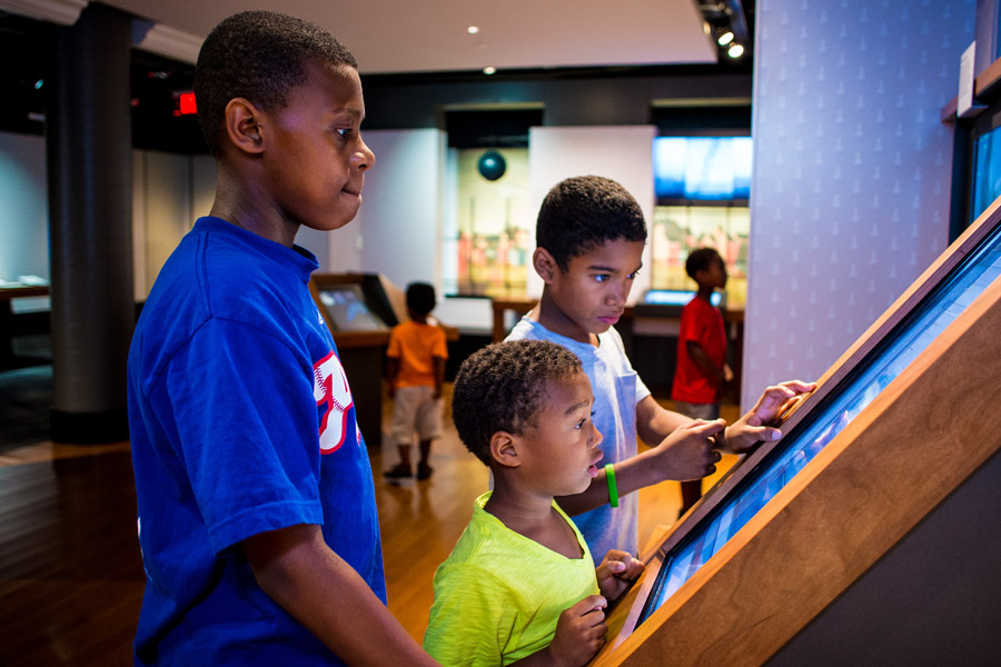 children playing at the benjamin franklin museum