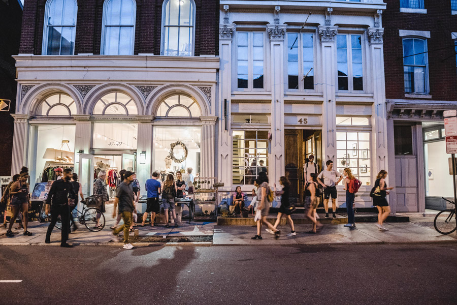 Crowds at First Friday in Old City