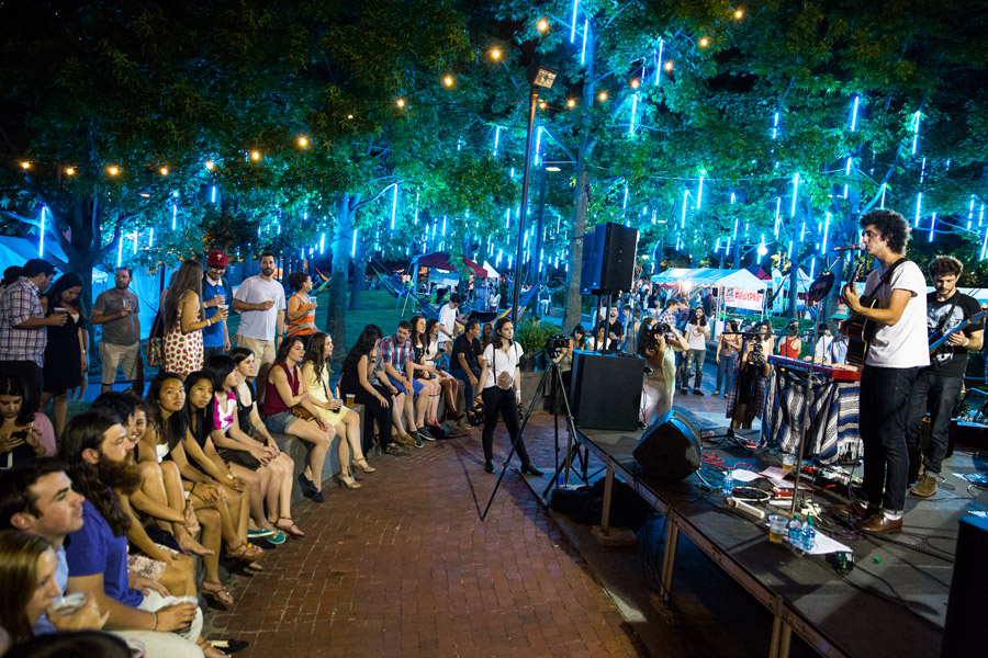 spruce street harbor park waterfront sessions