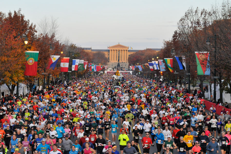 runners on the Benjamin Franklin Parkway during the Philadelphia Marathon