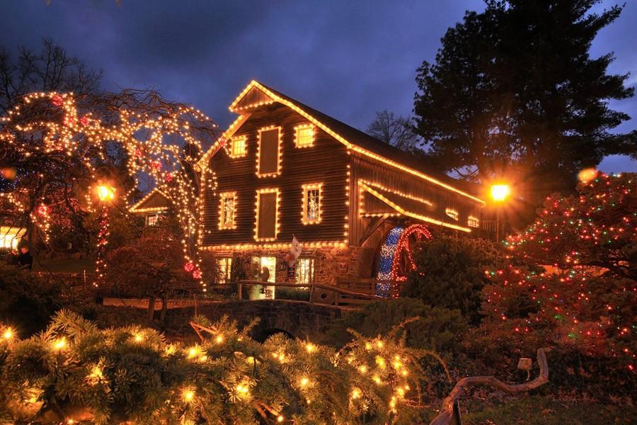 Christmas lights at Peddler's Village