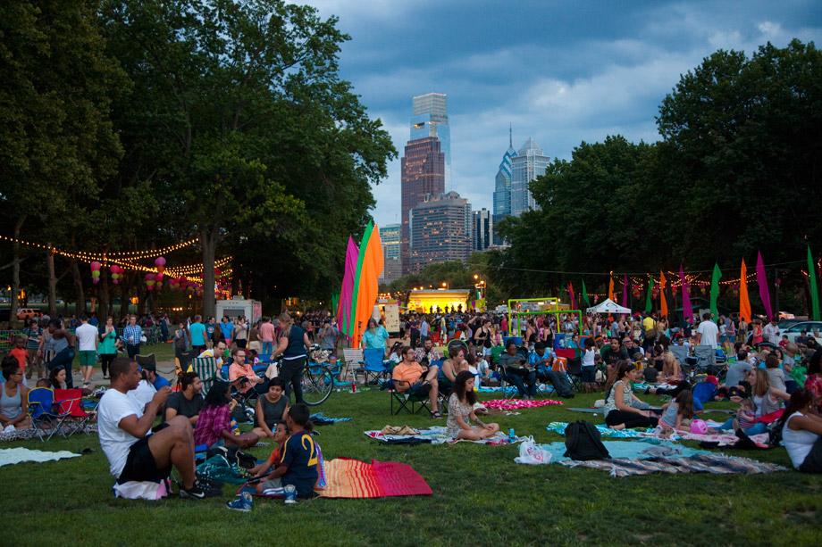 Picnickers at The Oval (Photo by M. Fischetti for Visit Philadelphia)